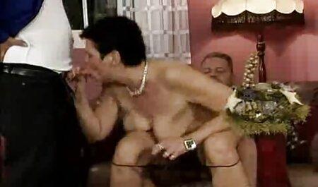 Prsata latino milf masturbira igračkama fete agatate pe strada