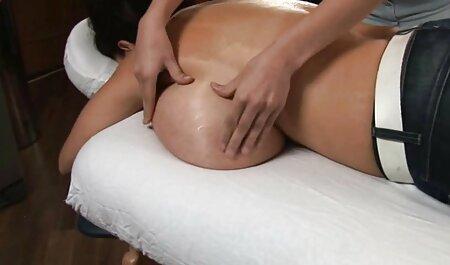 Mršava plavuša masturbira u top porno hd visokim čizmama