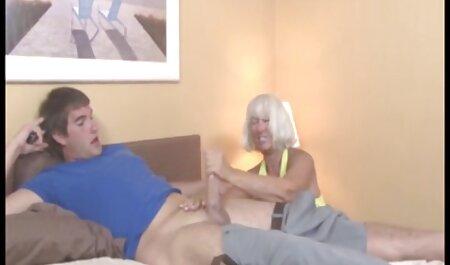 Dvije lezbijke ližu joj pičku i porno blond hd