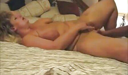 Ljepotica obožava debeli crni filme cu buleala kurac