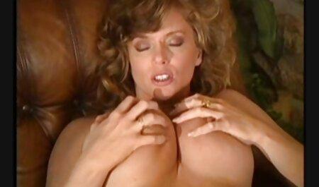 Prsata smeđa zečica Julie Kaye lingerie porno hd