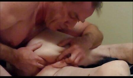 - Bretanja Bardot podnosi analnu fete agatate pe strada disciplinu